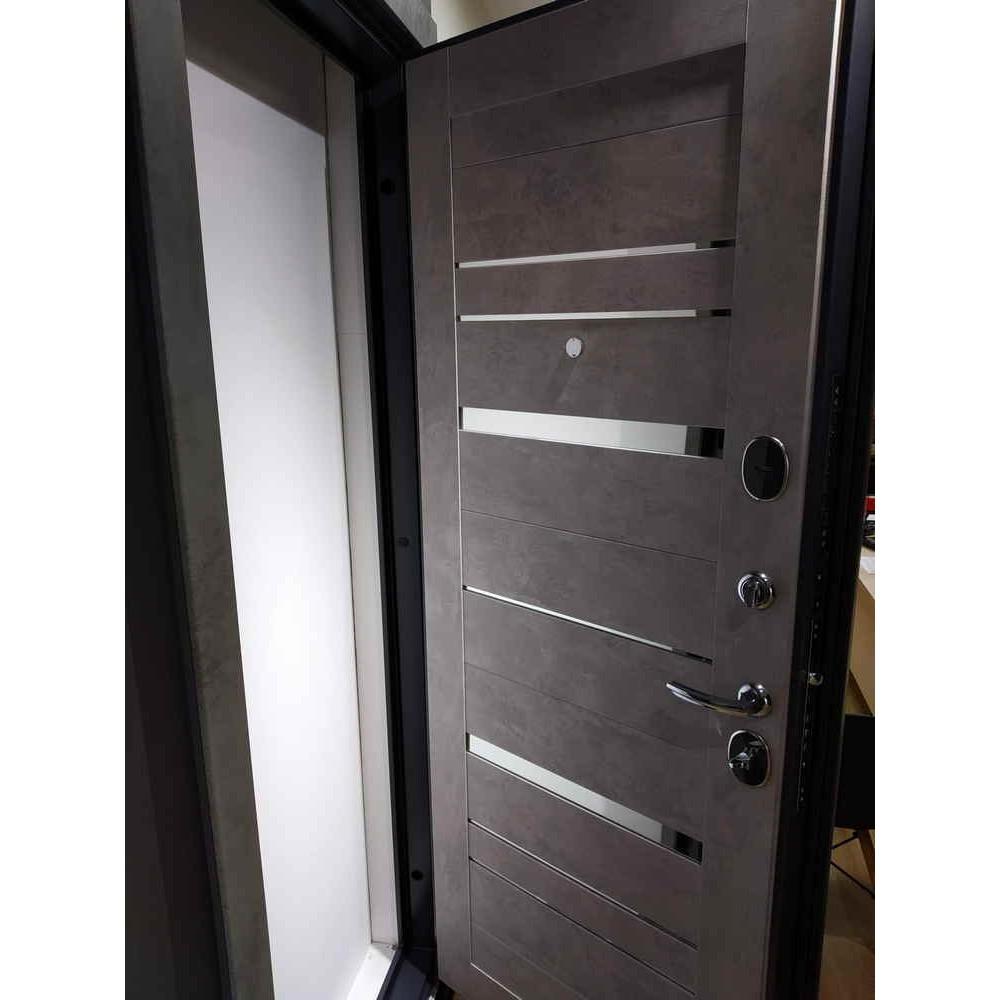 Входная дверь Лабиринт Бетон 20 Бетон темный (трехконтурные)