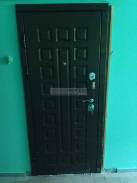 Металлическая дверь Сенатор 3К Винорит в цвете венге-венге (улица)