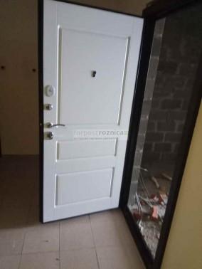 Металлическая дверь Йошкар-Ола Гранд белая эмаль (С шумоизоляцией )