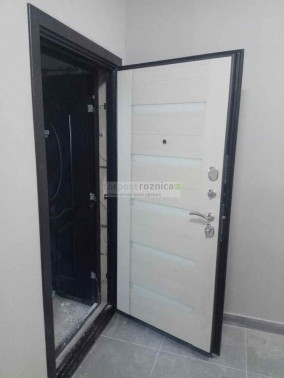 Металлическая дверь Люкс 3-К в цвете беленый дуб