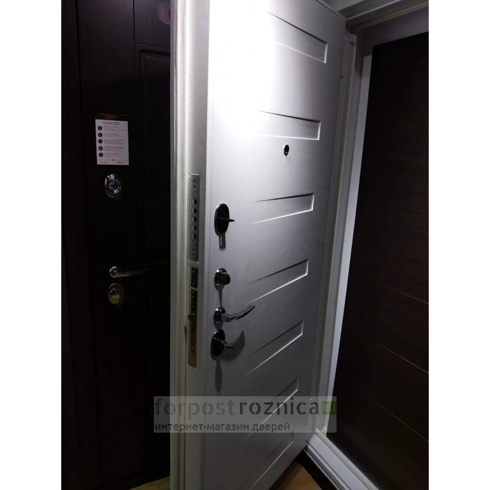 Входная дверь Лабиринт Платинум 14 - Дуб кантри белый горизонтальный (с шумоизоляцией)