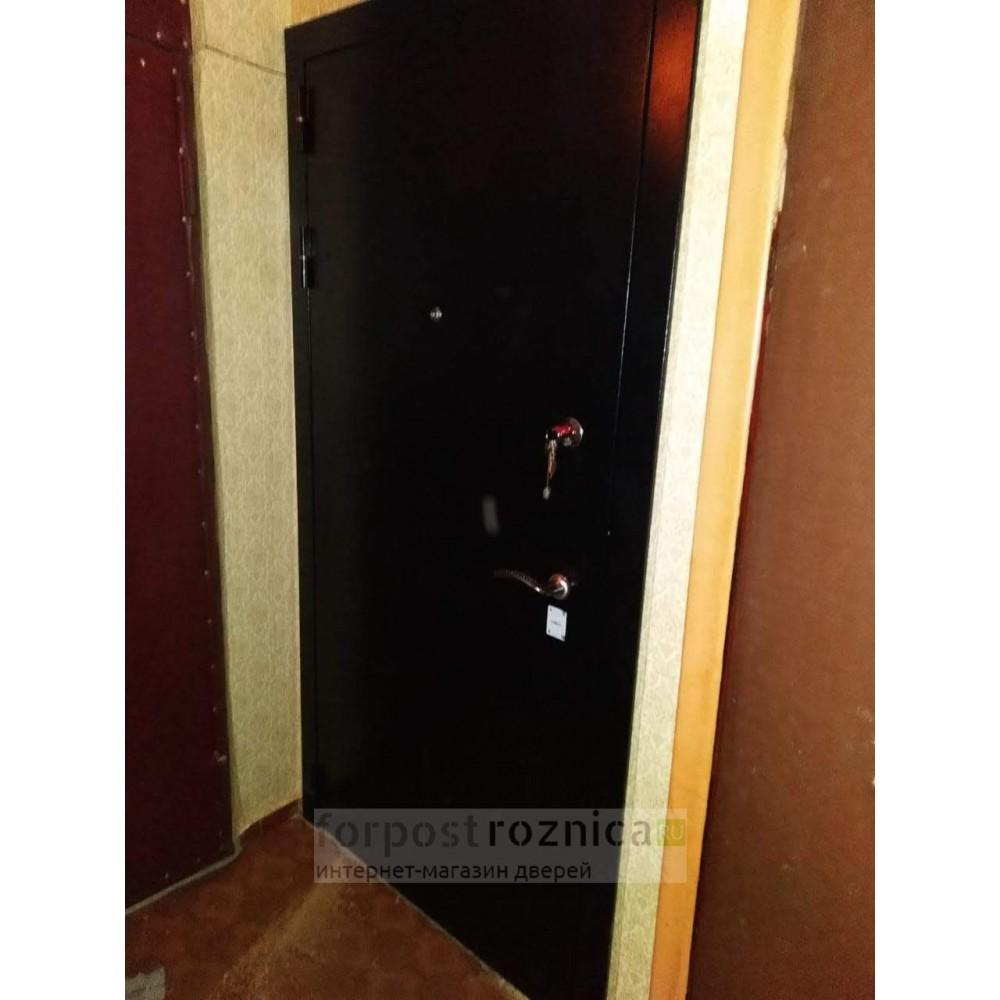Входная дверь Лабиринт CLASSIC шагрень черная с Зеркалом - Сандал серый горизонтальный (с шумоизоляцией)