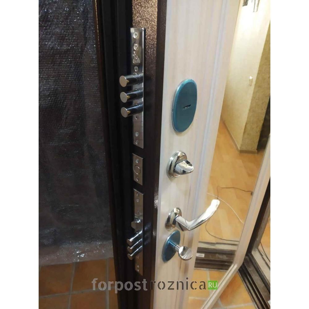 Входная дверь Континент  Гарант-1 Зеркало Сандал белый (антивандальные)